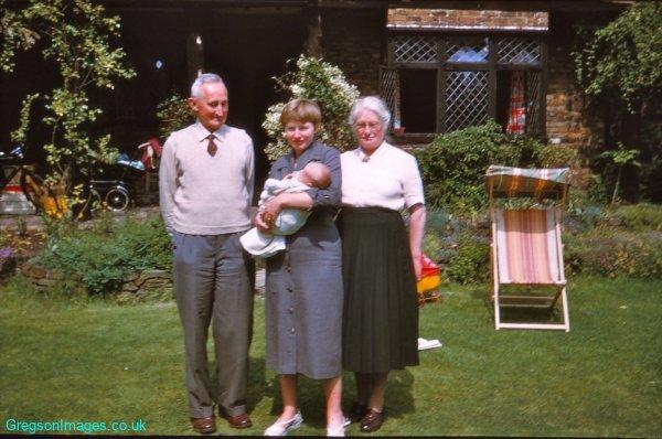 002-Tudor-Cottage-10th-June-1956