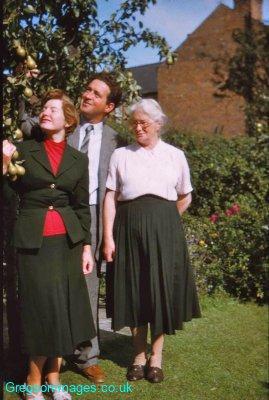 007-Mum-Dad-and-Grandma-Lady-Bay-Road-Sept56