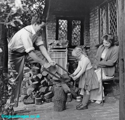 069-Mum-dad-and-Cathy-at-Tudor-Cottage-circa-1956