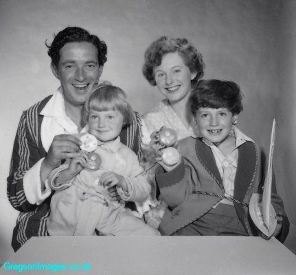 088-Toothpaste-Advert-1955-01