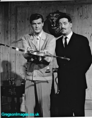 102-roger-moore-and-dad-in-the-saint
