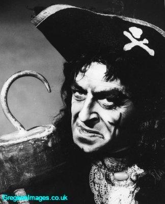 27-captain-hook-in-peter-pan-london