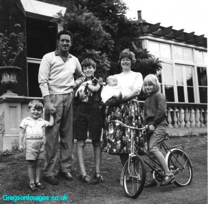 75-family-photo-for-midland-express-sept1959