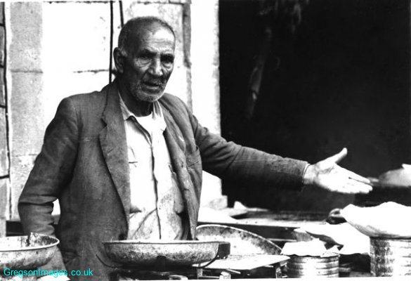 51bw-street-seller-in-ramat-gan-market