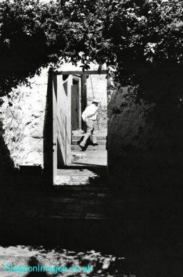 79bw-zefat-doorway-israel