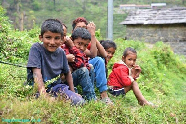 048-Local-children-by-their-village
