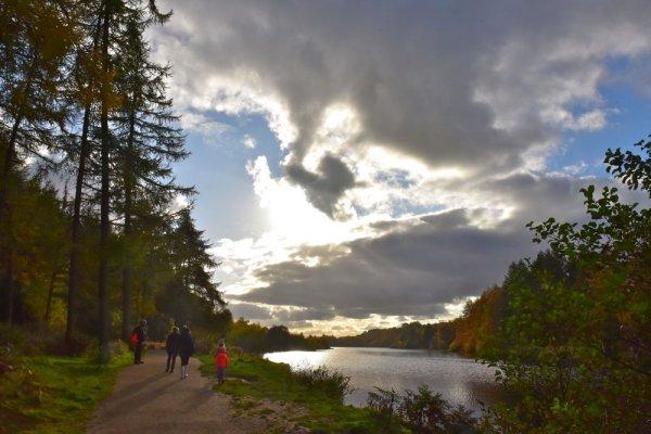 131-Walking-round-Codbeck-Reservoir-near-Osmotherley
