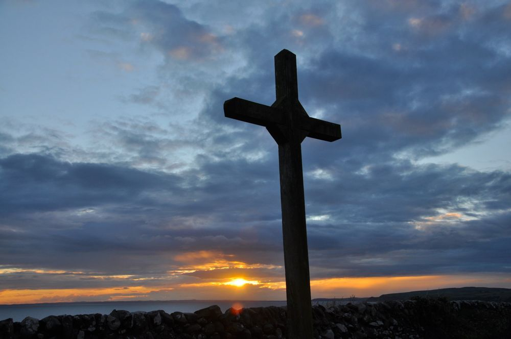 073.-The-cross-at-sunset-in-Scotland